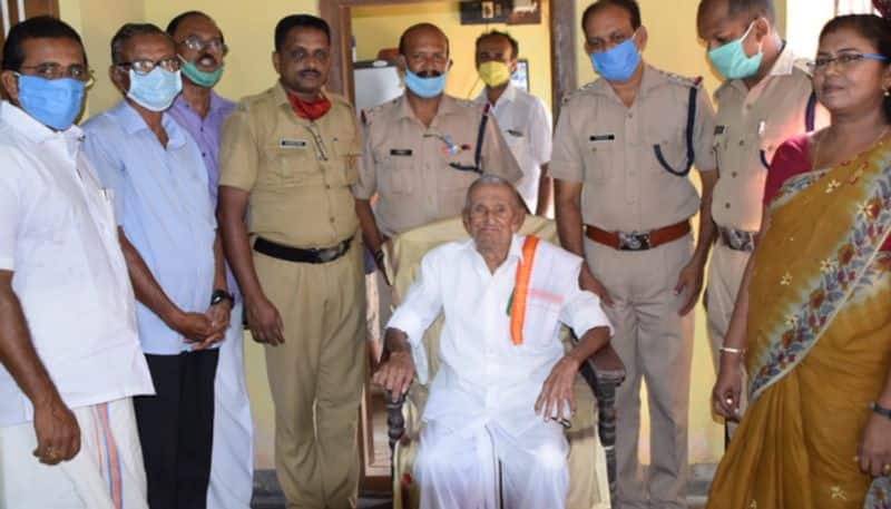 freedom fighter donates his pension to cmdrf