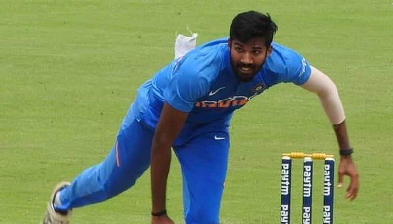 dinesh karthik suggests sandeep warrier shift base to tamilnadu