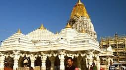 """<p style=""""text-align: center;""""><strong><u>अंबाजी मंदिर, गुजरात</u></strong><br /> अंबाजी मंदिर ने गुजरात के मुख्यमंत्री राहत कोष में 1 करोड़ और एक लाख रुपए दान दिए। इसके अलावा मंदिर ट्रस्ट ने लॉकडाउन से प्रभावित लोगों के बीच खाने के पैकेट बांटे।&nbsp;</p>"""