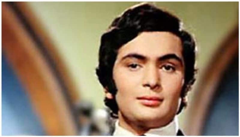 പ്രണയത്തിന്റെ ആഘോഷംഋഷി കപൂര് ആദ്യമായി നായകനായ ചിത്രം. 1973ല് പ്രദര്ശനത്തിന് എത്തിയ ചിത്രം അക്കാലത്തെ ഏറ്റവും വലിയ വിജയമായി. സോവിയറ്റ് യൂണിയൻ അടക്കമുള്ള് മറ്റ് രാജ്യങ്ങളിലും ചിത്രം വൻ ഹിറ്റായി. ഋഷി കപൂറിന്റെ അച്ഛൻ രാജ് കപൂര് സംവിധാനം ചെയ്ത ചിത്രം പറഞ്ഞത് കൌമാര പ്രണയമായിരുന്നു. കൌമാരക്കാരനായ രാജ് നാഥ് ആയി ഋഷി കപൂര് പകര്ന്നാടി. നായികയായി എത്തിയത് ഡിംപിള് കപാഡിയ ആയിരുന്നു.