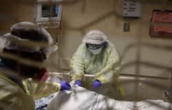"""<p style=""""text-align: justify;""""><strong>अमेरिका का बुरा हाल&nbsp;</strong><br /> कोरोना संक्रमण से जूझ रहे अमेरिका में भयंकर तबाही मची हुई है। यहां संक्रमित मरीजों की संख्या 10 लाख 64 हजार 572 है। जबकि अब तक 61 हजार 669 लोगों की मौत हो चुकी है। संक्रमण की वजह से न्यूजर्सी और न्यूयॉर्क सबसे ज्यादा प्रभावित हैं।&nbsp;</p>"""