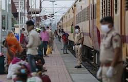 """<p style=""""text-align: justify;"""">ट्रेन में खाने-पीने के सामान भी फ्री में दिए जा रहे हैं। ऐसे में सवाल है कि रेलवे की ओर से किए जा रहे इस खर्च के पैसे कौन देगा। इसके जवाब में रेलवे ने बताया है कि किराया संबंधित राज्य सरकारों से लिया जाएगा।&nbsp;</p>"""
