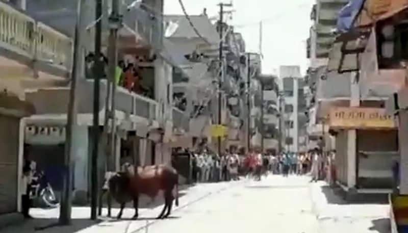 migrant workers and police clash in surat at Gujarat
