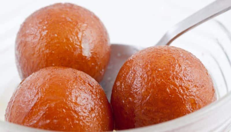 In lock down make Easy Recipe of Bengali Traditional sweets Gulabjamun