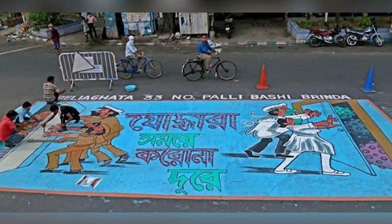 Beleghata 33 Palli has drawn an awareness picture on the road in Kolkata