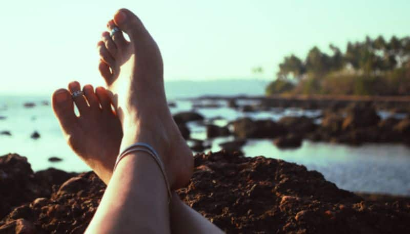 The ring of women feet can bring extreme financial crisis according to astrology