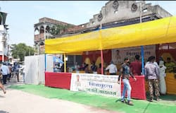 <p>বিপদে সহায় কাউন্সিলর, এবার 'বিনেপয়সা বাজার' বসল রায়গঞ্জেও</p>