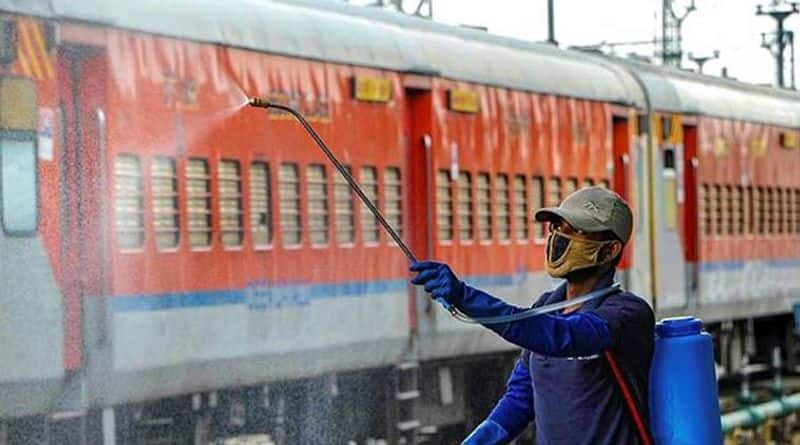 Howrah Delhi train ticket booking complete in just 15 minutes