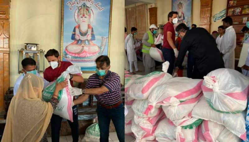 Shahid Afridi went to a Hindu temple and distributed relief material to fight against Covid19