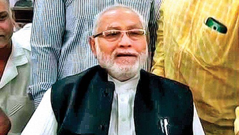 PM Narendra Modis brother stages dharna at Lucknow airport ksp