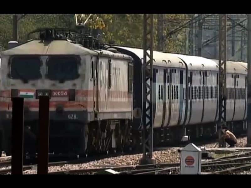 train from mumbai will arrive kannur today