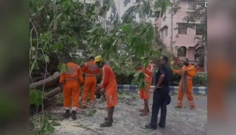 NDRF has started the rescue operation in Kolkata