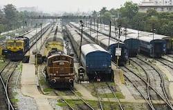 <p><br /> अपर मुख्य सचिव गृह ने जानकारी देते हुए बताया कि गोरखपुर में 163 ट्रेनों में 2 लाख से अधिक लोग आए हैं, जोकि पूरे देश में एक रिकॉर्ड है।<br /> &nbsp;</p>