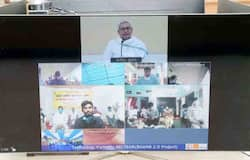 <p>nitish vn with migrants</p>