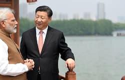 <p><strong>1- एफडीआई नियमों में सख्ती</strong><br /> भारत ने पिछले 1 महीने में चीन को सीधे प्रभावित करने वाले कदम उठाए हैं। पहला कदम एफडीआई के नियमों में बदलाव के तौर पर उठाया। भारत ने अप्रैल में निवेश के ऑटोमैटिक रूट को बंद कर दिया है। अब भारत में चीनी निवेश से पहले सरकार की मंजूरी लेनी अनिवार्य हो गया है। दरअसल, भारत सरकार को आशंका थी कि महामारी के चलते भारतीय कंपनियों का कारोबार बंद पड़ा है। ऐसे में चीनी कंपनियां इसका फायदा उठा सकती थीं।&nbsp;</p>