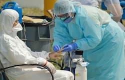 <p>कोरोना मरीजों की डिस्चार्ज पालिसी के तहत उन्हें रिपोर्ट निगेटिव आने के बाद 21 दिनों तक अस्पताल में ही रहना होता था। अब नई पालिसी के तहत उन्हें 13 दिन बाद ही डिस्चार्ज किया जाएगा।&nbsp;</p>