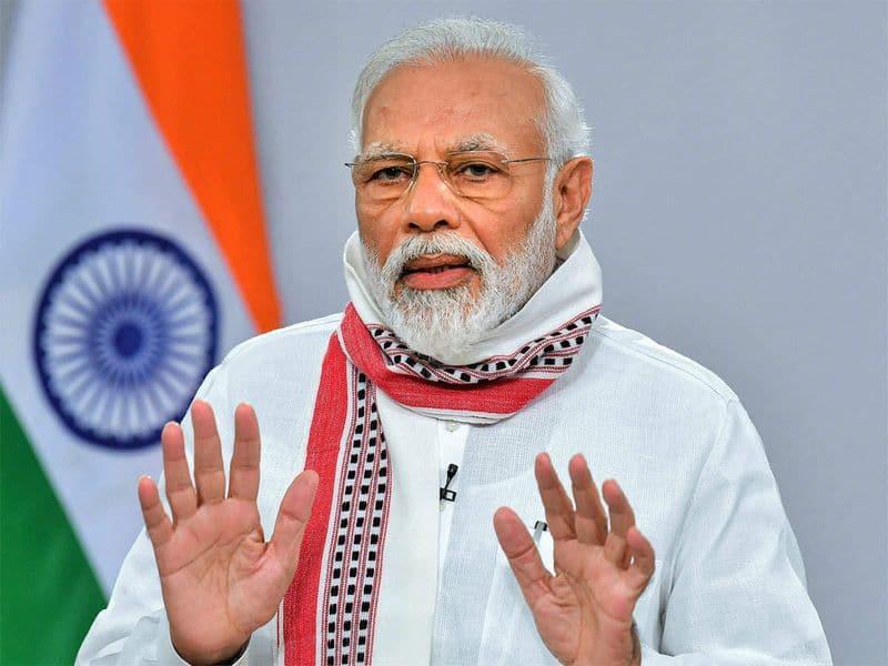 <p><strong>आत्मनिर्भर भारत अभियान:&nbsp;</strong>कोरोना के चलते वैश्विक अर्थव्यवस्था पर संकट के बादल छाए हैं। इसका असर भारत की अर्थव्यवस्था पर भी देखने को मिल रहा है। ऐसे में पीएम मोदी ने देश की बिगड़ी अर्थव्यवस्था को पटरी पर लाने के लिए 20 लाख करोड़ के आर्थिक पैकेज का ऐलान किया है। इस पैकेज के जरिए पीएम मोदी ने आत्मनिर्भर भारत अभियान की शुरुआत की। दुनिया के बाजार में भारत की पहचान बनाने के लिए यह अभियान काफी अहम साबित हो सकता है।&nbsp;</p>