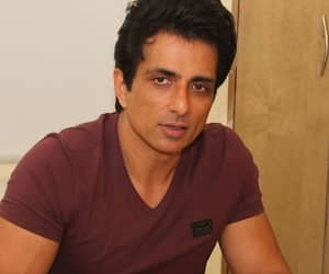 Sonu Sood reply to A user sing song for Actor know what was the his reactions KPY