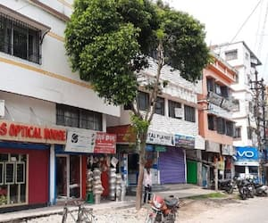 Contractor decides to preserve tree to save environment in Raigung