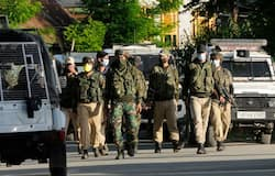 <p>इससे पहले 4 जून को जवानों ने जैश-ए- मोहम्मद के टॉप पाकिस्तानी कमांडर और आईईडी एक्सपर्ट अब्दुल रहमान उर्फ फौजी भाई समेत 3 आतंकियों को ढेर कर दिया। फौजी जैश सरगना मसूद अजहर का रिश्तेदार था। फौजी 14 फरवरी 2019 को हुए पुलवामा हमले में कार में आईईडी लगाने की साजिश में शामिल था।</p>