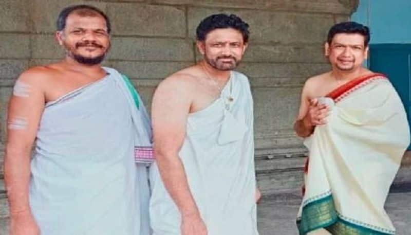 cricketer anil kumble and singer vijay prakash visits sringeri chikkamagaluru