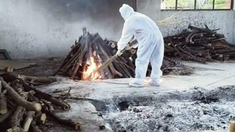 Bengaluru death number increasing day by day officials are searching place for cremation
