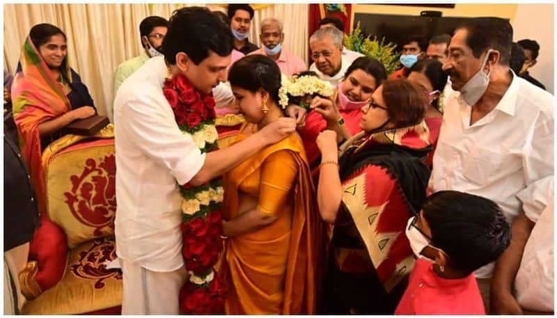 kerala cm pinarayi vijayan's daughter marriage in coronavirus crisis