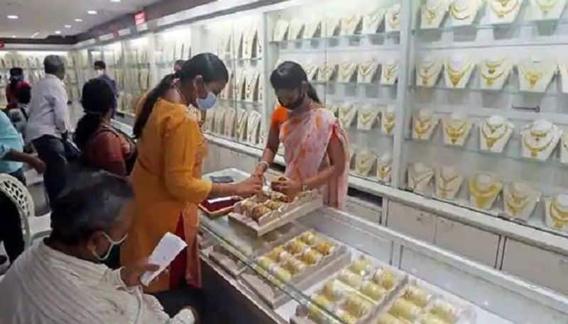 todays gold price: Retail gold prices go past Rs 50k/10gm mark