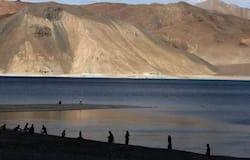 <p><strong>क्या है विवाद?</strong><br /> चीन ने लद्दाख के गलवान नदी क्षेत्र पर अपना कब्जा बनाए रखा है। यह क्षेत्र 1962 के युद्ध का भी प्रमुख कारण था। इसका विवाद को सुलझाने के लिए कई स्तर की बातचीत भी हो चुकी है। 6 जून को दोनों देशों के बीच लेफ्टिनेंट जनरल लेवल की बैठक हुई थी। हालांकि, अभी विवाद पूरी तरह से निपटा नहीं है।</p>