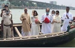 <p><strong>पटना (Bihar) । &nbsp;</strong>बॉलीवुड के दिवंगत एक्टर सुशांत सिंह राजपूत की अंत्येष्टि के बाद आज दोपहर पटना के दीघा गंगा घाट पर उनकी अस्थियां विसर्जित की गईं। यह वही घाट हैं, जहां पर एक्टर सुशांत की मां का अंतिम संस्कार किया गया था और उनकी अस्थियां विसर्जित की गईं थीं। कहा जा रहा है कि एक्टर सुशांत के पूर्णिया स्थित पैतृक गांव के लोगों व नाते-रिश्तेदारों के आने के बाद श्राद्धकर्म संपन्न होगा। बता दें कि रविवार को एक्टर सुशांत ने मुंबई स्थित अपने फ्लैट में फांसी लगाकर आत्महत्या कर ली थी।</p>