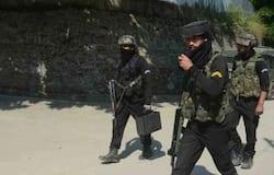 <p>सुरक्षाबलों ने 32 घंटे चले इस ऑपरेशन में तीन आतंकियों को मार गिराया। एक आतंकी को गुरुवार को ही सुरक्षाबलों ने ढेर कर दिया था। लेकिन दो आतंकी मस्जिद में घुस गए।&nbsp;</p>