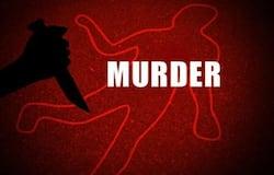 <p>यूपी के लखीमपुर खीरी में पत्नी द्वारा चाय कड़क न बना पाने पर पति ने चाकू से गोद कर उसकी हत्या कर दी। पत्नी 6 माह की गर्भवती भी थी। हत्या करने के बाद पति मौके से फरार हो गया।&nbsp;</p>