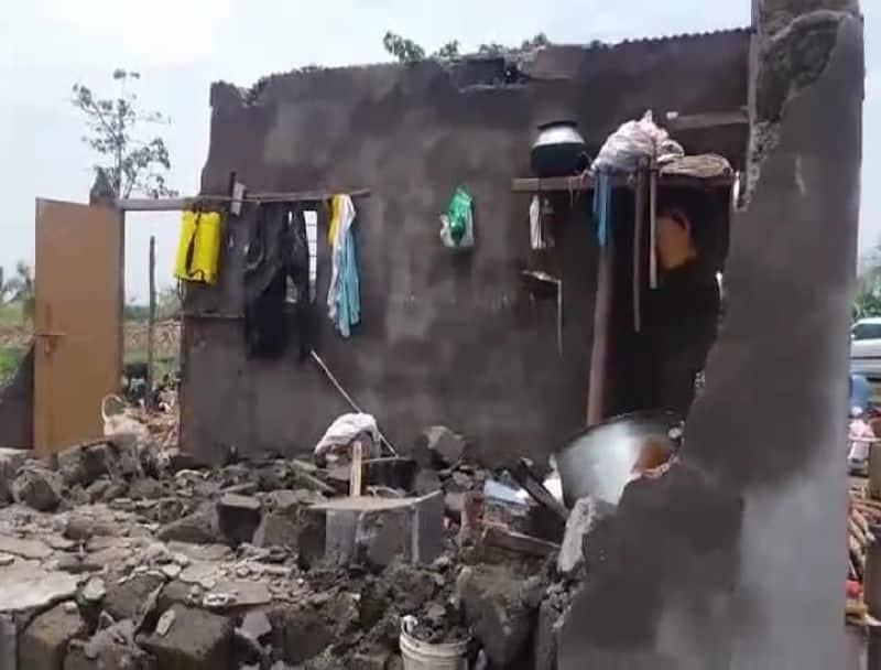 ಕೆಸರಗೊಪ್ಪ ಗ್ರಾಮದ ಅಡವಯ್ಯ ಎಂಬುವವರ ಸೀಟ್ ಮನೆಗೆ ಹಾನಿ