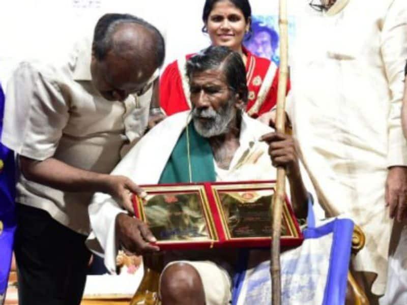 ರಾಜ್ಯೋತ್ಸವ ಪ್ರಶಸ್ತಿ ಕೂಡ ಕಾಮೇಗೌಡ ಅವರನ್ನು ಹುಡುಕಿಕೊಂಡು ಹೋಗಿ ಸತ್ಕಾರಿಸಿದೆ.