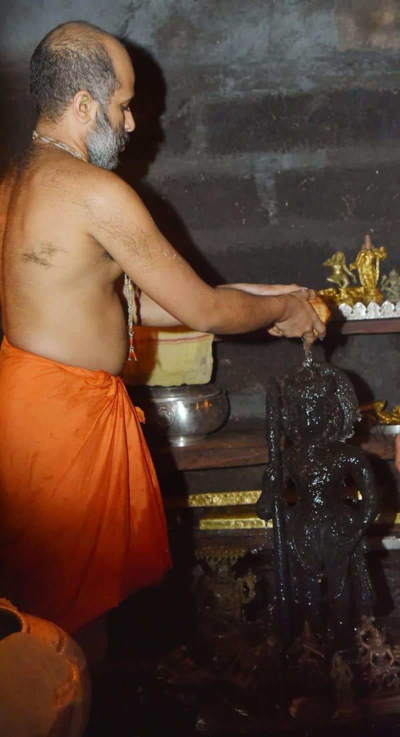 ಶ್ರೀಪಾದರು, ಪಲಿಮಾರು ಕಿರಿಯ ಮಠಾಧೀಶರಾದ ಶ್ರೀವಿದ್ಯಾರಾಜೇಶ್ವರ ತೀರ್ಥ ಶ್ರೀಪಾದರು ಇದರಲ್ಲಿ ಭಾಗಿಯಾದರು