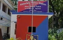 <p>স্বামী-সন্তান উধাও, নবদ্বীপে ভাড়াবাড়িতে গৃহবধূর মৃত্যুতে ঘনাচ্ছে রহস্য<br /> &nbsp;</p>