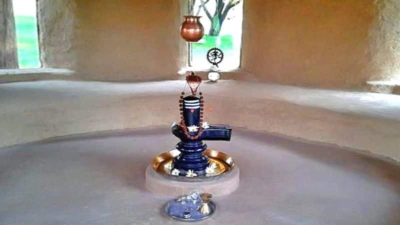 <p><br /> বিহার এর দুলহন শিবালয় : বিহার এর এই দুলহন শিবালয় নালন্দা জেলায় অবস্থিত। এই মন্দিরের শিবলিঙ্গের রঙ সূর্যের আলো অনুযায়ী পরিবর্তন হতে থাকে বলে মনে করেন অনেকে।</p>