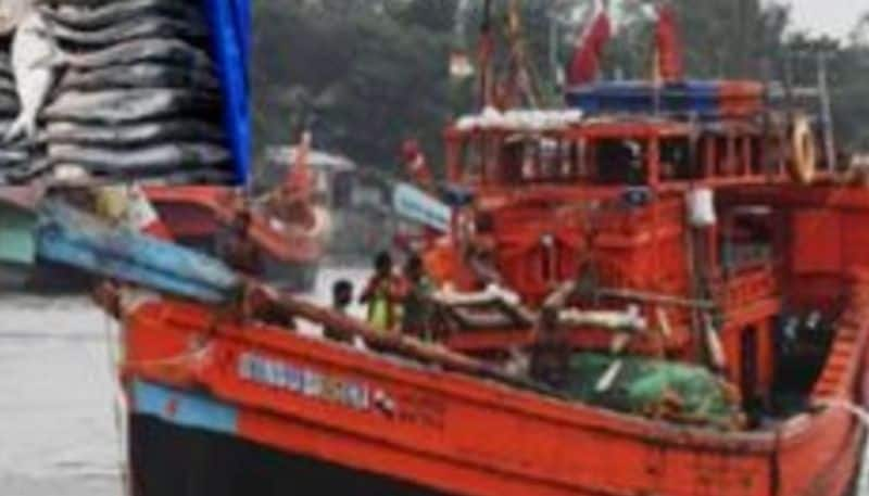 Massive fire engulfed in traller in river at Kakdwip BTG
