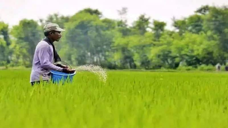 Fertiliser companies directed to sell stocks at old price Says Minister DV Sadananda Gowda snr