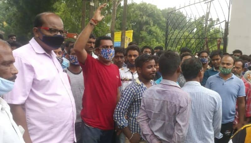Migrant workers stage protest at BDO office on the allegation of ration corruption