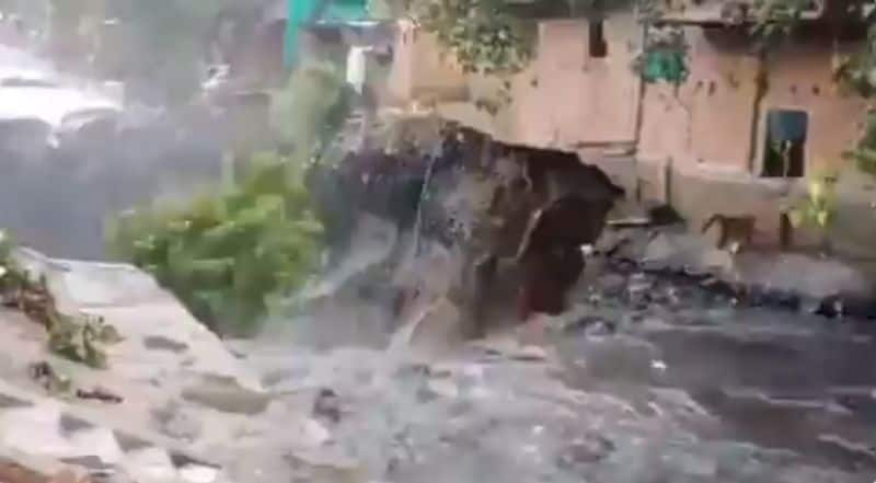 House collapses near ITO as rains submerge Delhi, waterlogging reported from several parts
