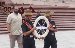 <p>Rajeev Chandrasekhar paying homage n respects to Kargil Heros</p>