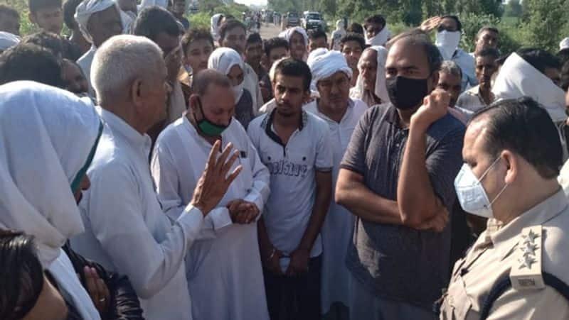 Haryana News, Car Crushed by three youths in Rohtak Hisar highway kpa