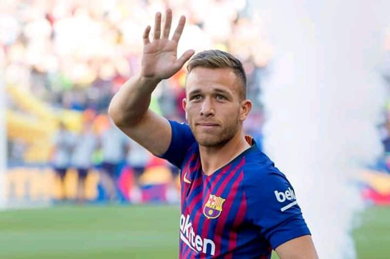Barca rocked as Arthur leaves training without consent and flies to Brazil with no intention of coming back