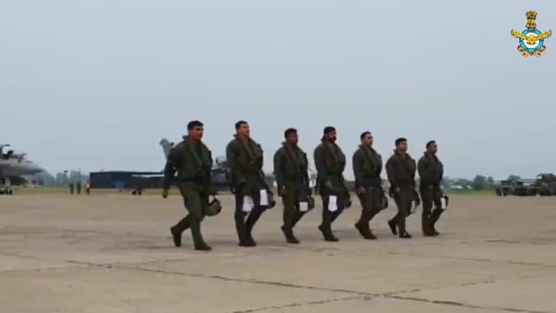 Rafale fighter jets train on Chinese border,  Ready to go on the field in no time