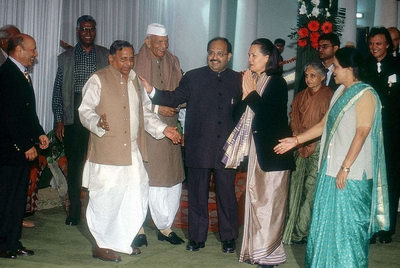 Amar Singh was once a strong opponent of the Sangh, donated crores of assets to the RSS before he died