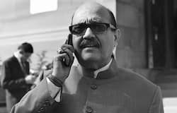 <p>প্রয়াত রাজনীতিক অমর সিং, সিঙ্গাপুরের হাসপাতালে মৃত্যু, শেষের কিছুদিন আইসিইউ-তে ছিলেন, বচ্চন পরিবারের অত্যন্ত ঘনিষ্ঠ এই রাজনীতিক।</p>