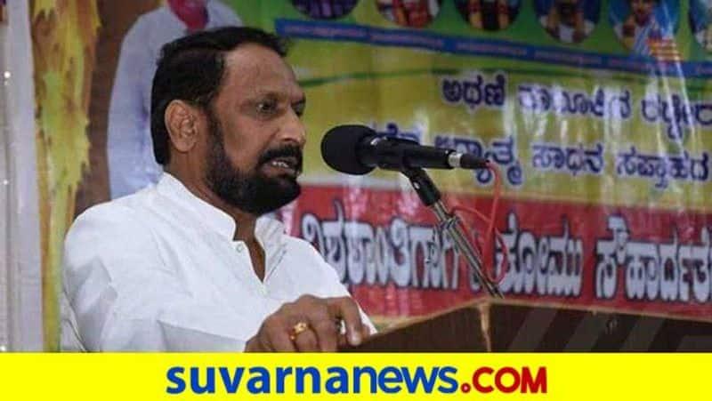 Minister Laxman Savadi Talks Over Freight Vehicle grg