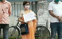 <p>সরকারি স্কুলের জমিতে 'দোকান তৈরির চেষ্টা', প্রতিবাদ করে 'অপমানিত' শিক্ষিকা<br /> &nbsp;</p>
