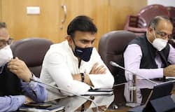 <p>Karnataka medical education minister K Sudhakar on Thursday (August 13) chaired a meeting with associations of private hospitals and medical colleges to discuss issues related to treatment protocols, COVID testing, admission and discharge of patients, and treating patients with Severe Acute Respiratory Illness (SARI).</p>